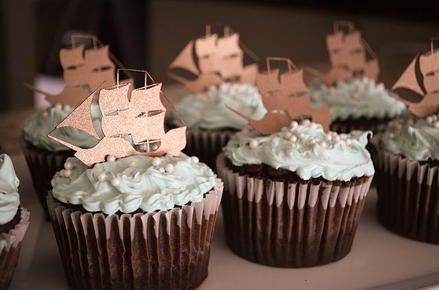 chocolate-cupcakes-1058711_640