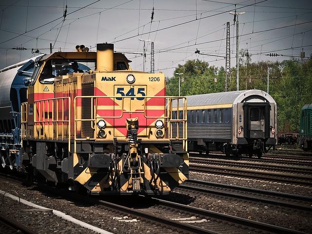 locomotive-1399080_640