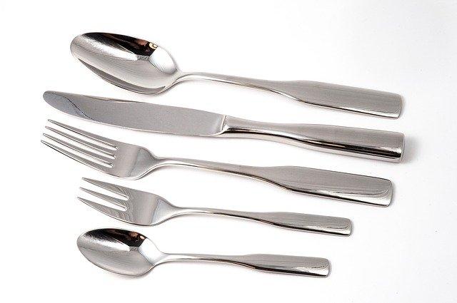 cutlery (刀子、叉子、湯匙等)餐具